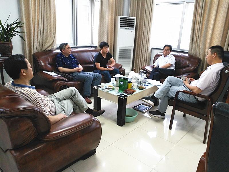 市中小企业促进会会长郑德秀率领副会长李华及促进会工作人员